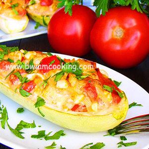 Лодочки из кабачков с помидорами и сыром в духовке – ВИДЕО
