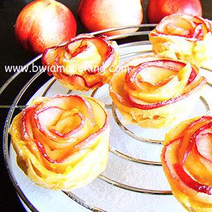 Розы из слоеного теста с персиками