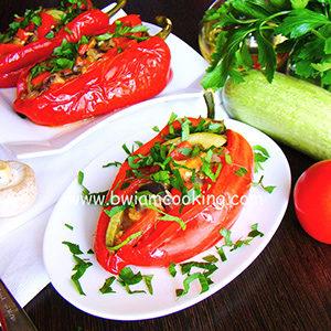Перец фаршированный с овощами и грибами