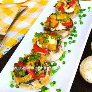 Шампиньоны фаршированные с овощами и сыром в духовке