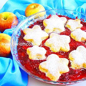 Пирог песочный «Коблер» с клубникой и яблоками