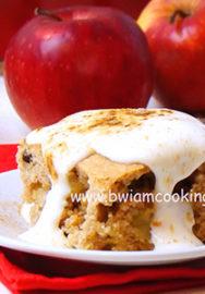 Пирог с яблоками, изюмом и корицей