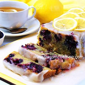 Кекс лимонный с черной смородиной