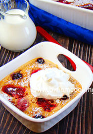 Пирог «Клафути» с ягодами и корицей