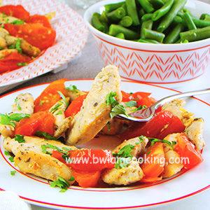 Куриная грудка с помидорами и чесноком