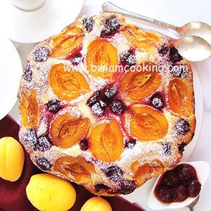 Пирог с абрикосами и вишней