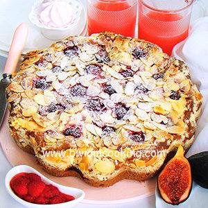 Пирог на сметане с малиной, инжиром и посыпкой