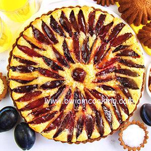 Пирог песочный «Тарт» со сливами и франжипаном