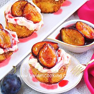 Пирожное ореховое со сливами