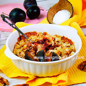 Пирог «Крамбл» со сливами и кокосовой стружкой