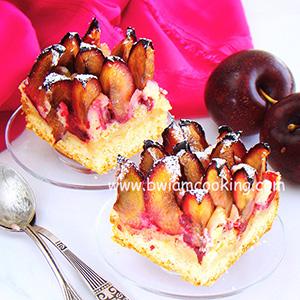 Пирог со сливами и марципаном