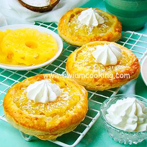 Мини-пироги из слоеного теста с ананасами