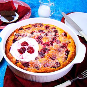 Пирог «Клафути» с вишней и шоколадом