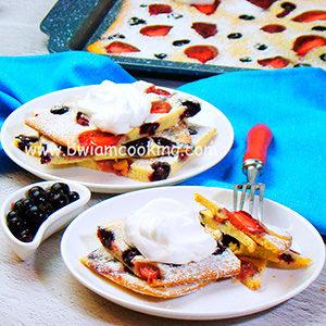 Пирог с ягодами на противне в духовке