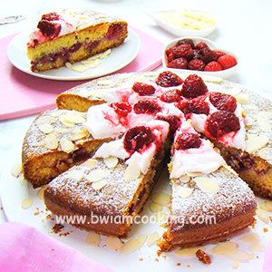 Пирог «Манник» на кефире с малиной