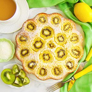 Пирог с киви и кокосовой стружкой