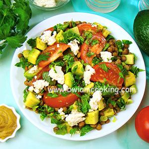 Салат с авокадо и чечевицей