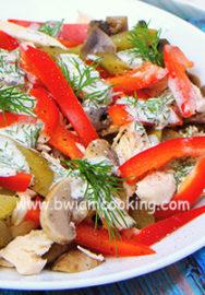 Салат с грибами, курицей и сладким перцем