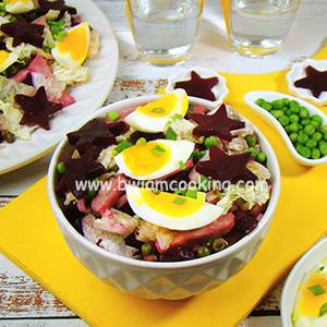 Салат с ветчиной, яйцами и капустой
