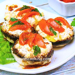 Шампиньоны, фаршированные помидорами и сыром