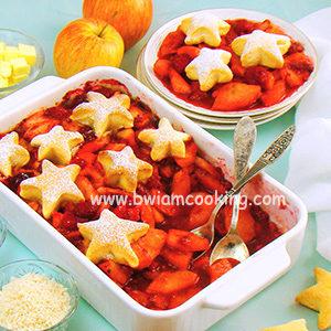 Пирог песочный «Коблер» с малиной и яблоками