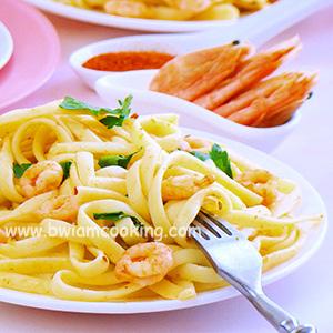 Паста «Лапша» с креветками и паприкой