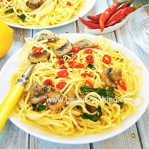 Паста «Спагетти» с грибами и шпинатом