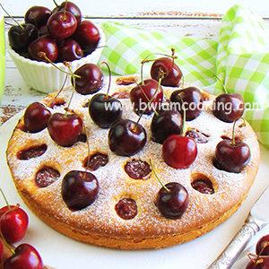 Простой пирог с вишней в духовке