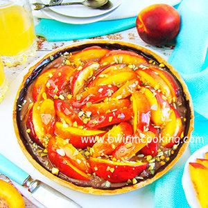 Пирог песочный «Тарт» с заварным кремом и персиками