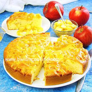 Простой пирог на сметане с яблоками