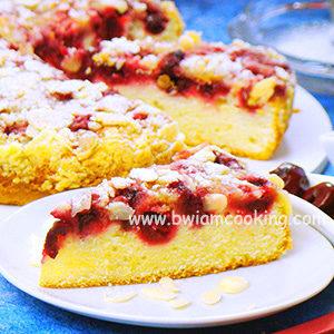 Пирог на сметане с вишней и посыпкой
