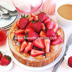 Простой пирог с клубникой в духовке