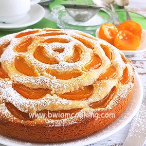 Пирог на сметане с абрикосами