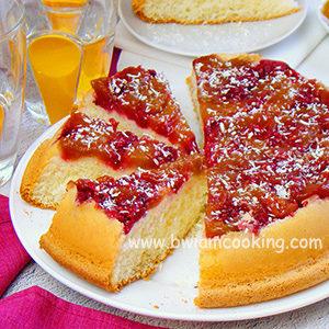 Пирог «Шарлотка» c персиками и малиной