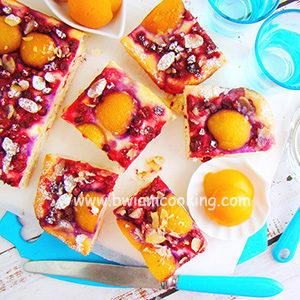 Пирог дрожжевой масляный с абрикосами в духовке