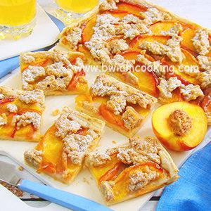 Пирог тертый с персиками в духовке